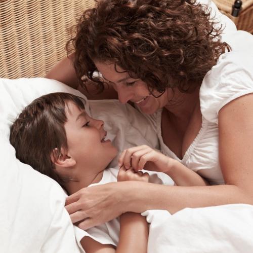 Was sind die Ursachen von Bettnässen?